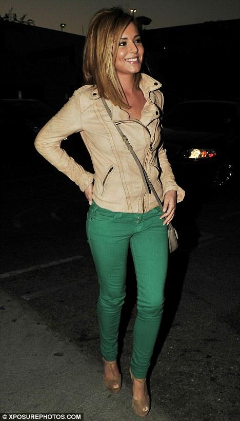 Cheryl cole nun basit deri ceket pantolon kombini