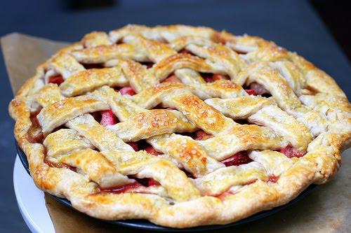 Слоеный пирог с клубникой рецепт с фото