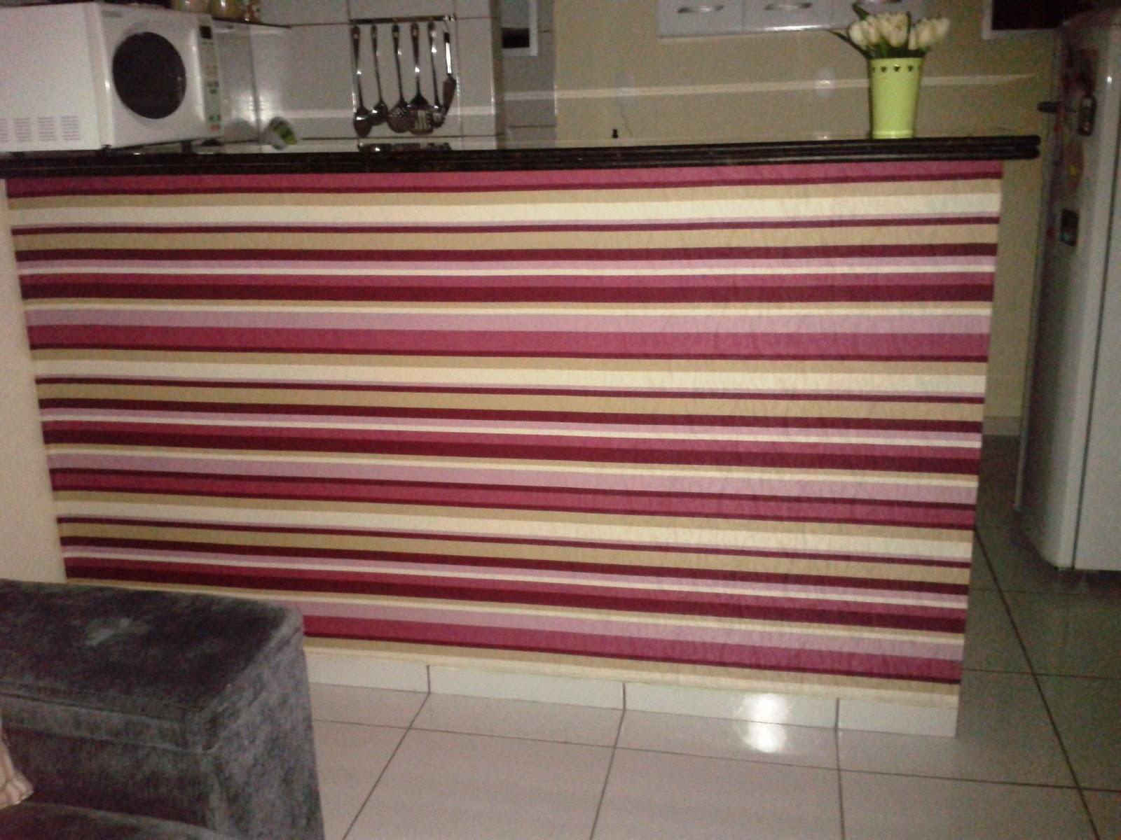 #6F3339 Essa é a parede da minha cozinha americana e na foto abaixo vocês  1600x1200 px Balcão De Cozinha Americana Com Papel De Parede #2365 imagens