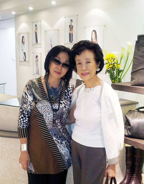 Eleanor Mok, Karen Mok's mother,  visited IKA BUTONI