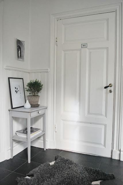 Como decorar un rincón entre puertas