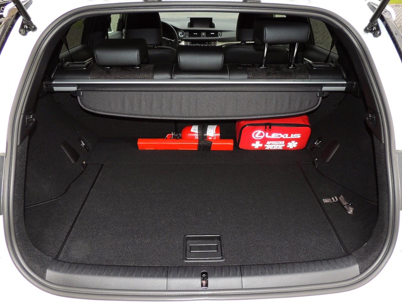 Lexus CT 200h - komora bagażnika