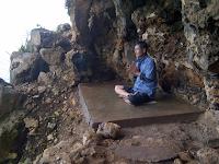 Goa Langse, Tantangan Keindahan di Tebing Pantai