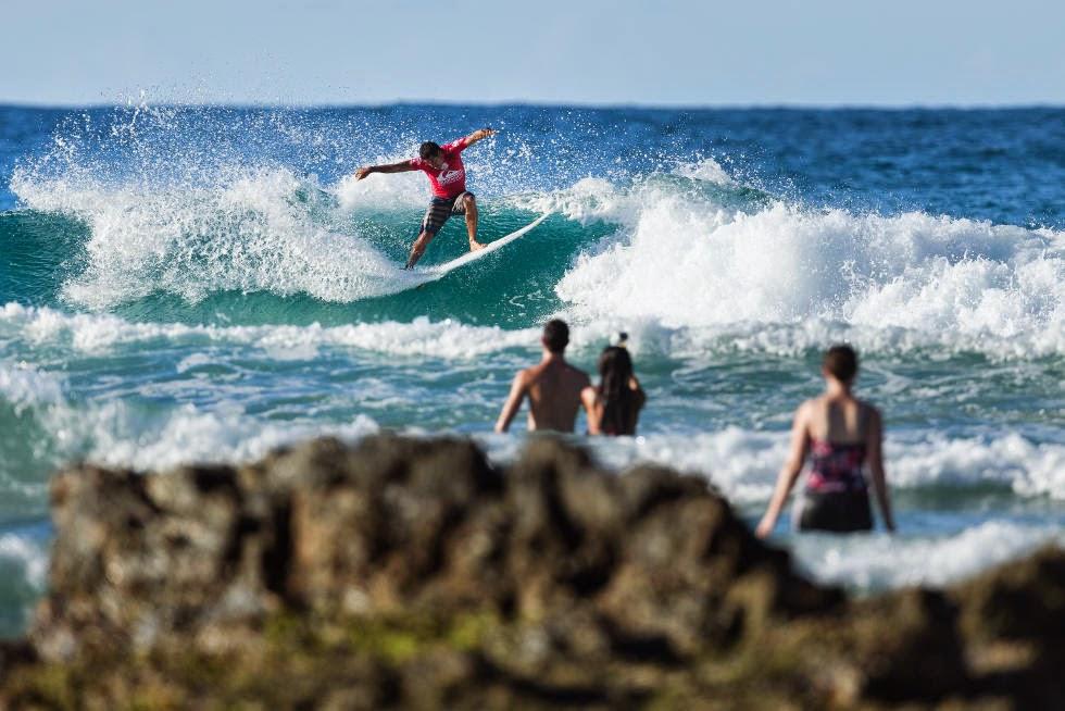 40 Quiksilver Pro Gold Coast 2015 Adriano de Souza Foto WSL Kelly Cestari