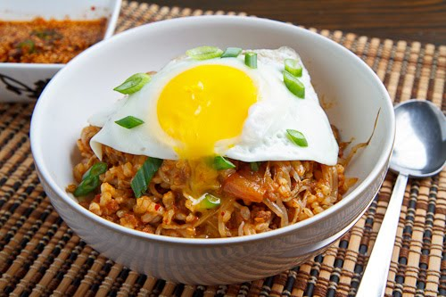 Kongnamul Bap (Korean Beansprout Rice Bowl) on Closet Cooking