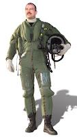 piloto con traje antigravedad