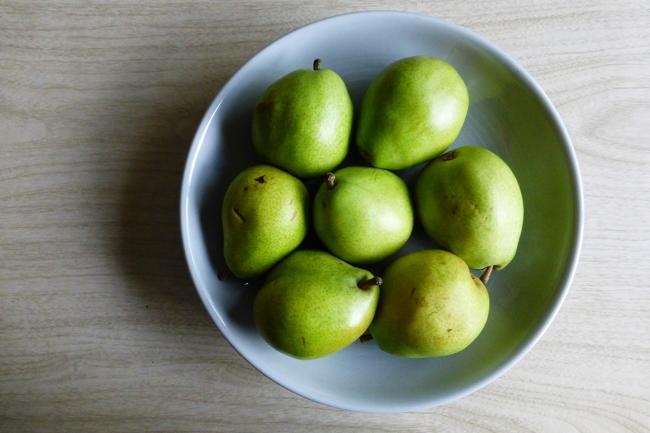 Anjou pears, green pears, pears, fruit, Fiestaware, Fiestaware Millenium Bowl, Pearl Grey Fiestaware Millenium Bowl
