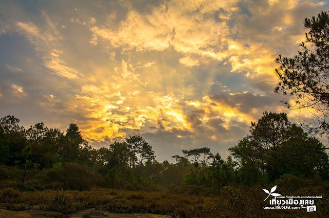 ภูกระดึง ผานกแอ่น พระอาทิตย์ขึ้น ตอนเช้า