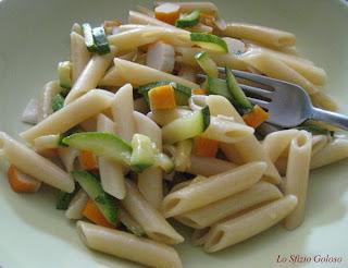 pasta fredda con zucchine e surimi