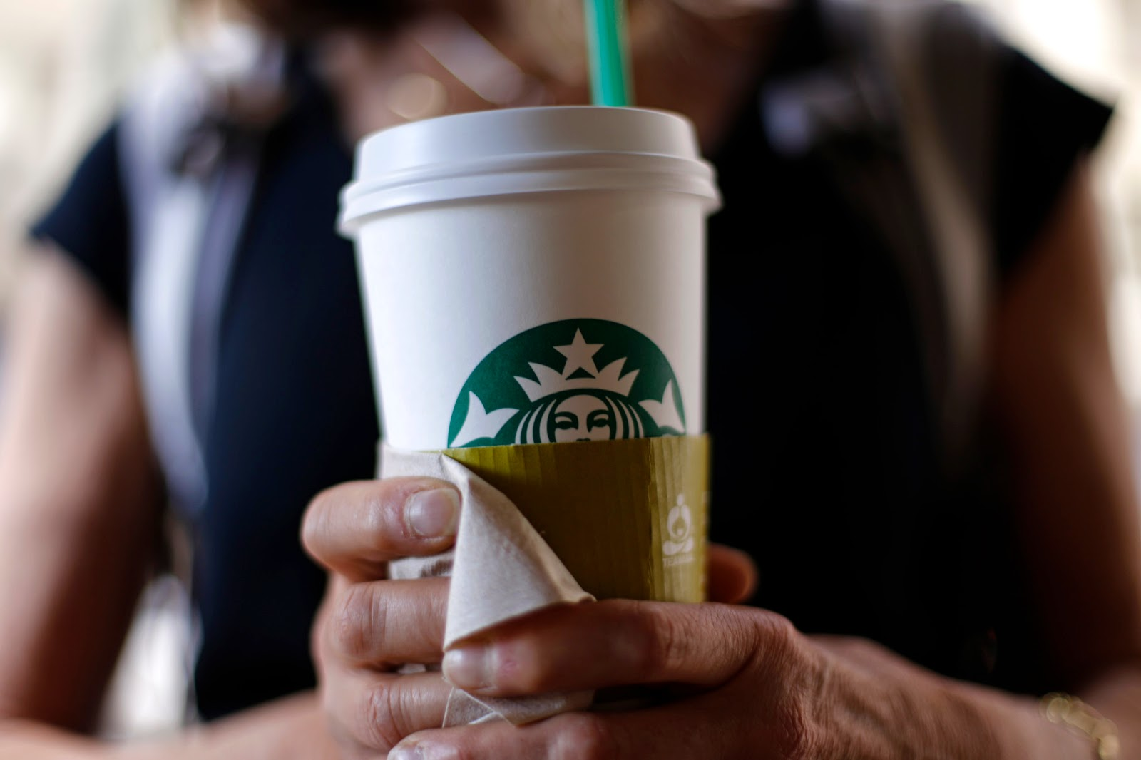 Starbucks plans delivery service in 2015