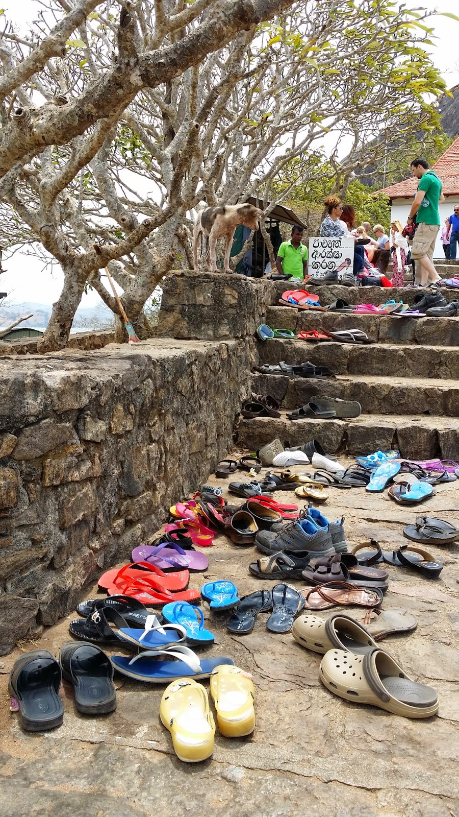 Depósito de calzado en Dambulla (Sri Lanka)
