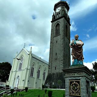 Torre de Pedra e Igreja Matriz de Flores da Cunha.