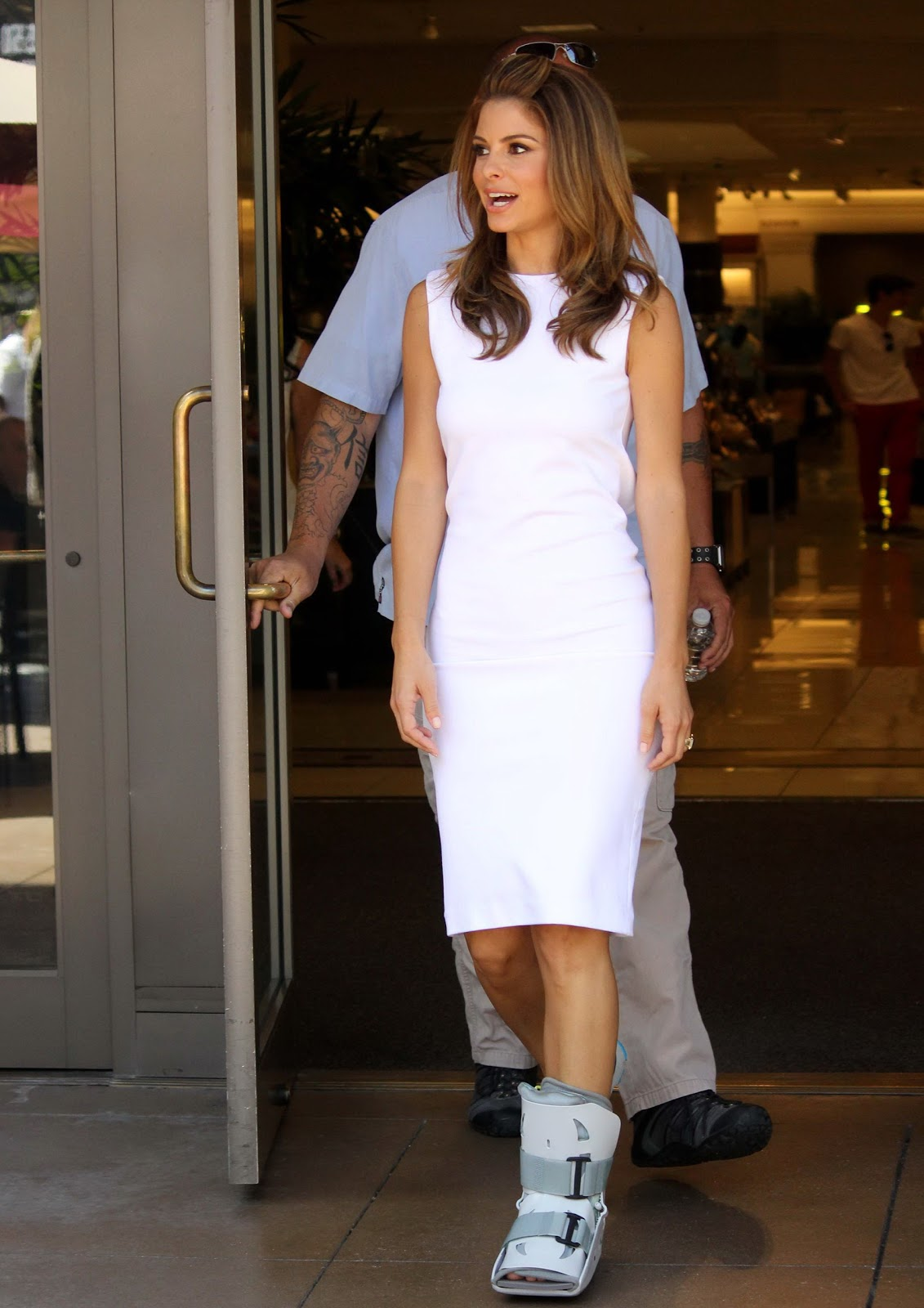 images of Maria Menounos Foot Brace Candids Just Fab Celebs