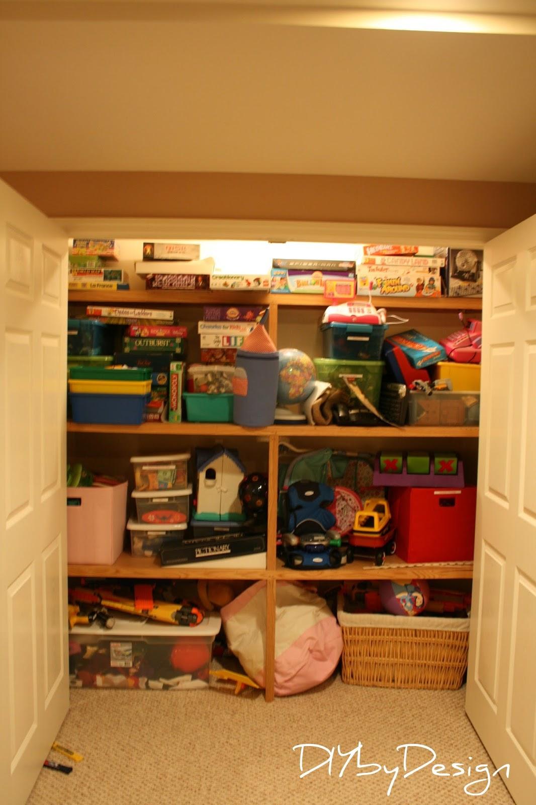 Diy by design craft closet ideas - Ideas almacenaje juguetes ...