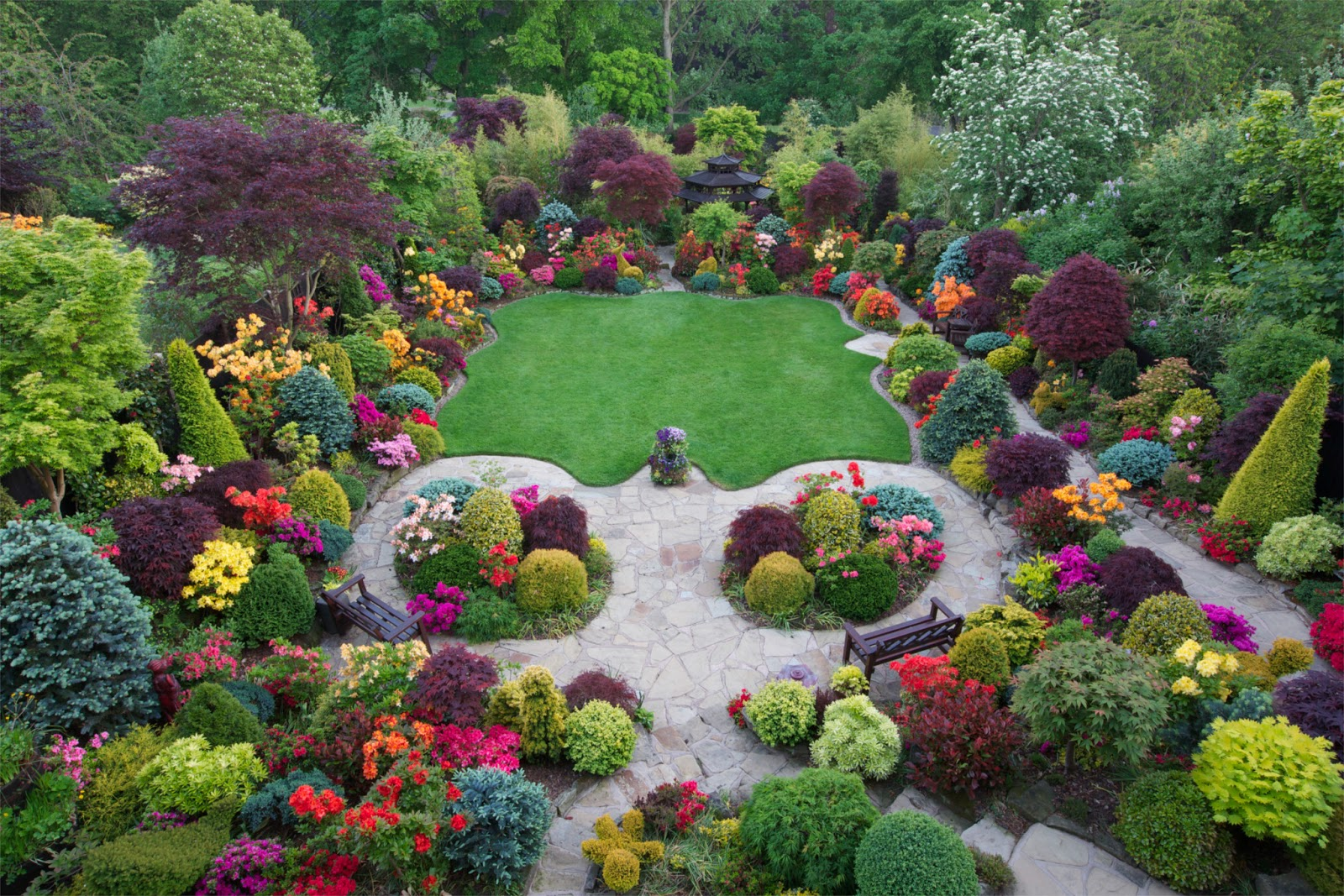 Four seasons garden the most beautiful home gardens in for Home and garden landscaping