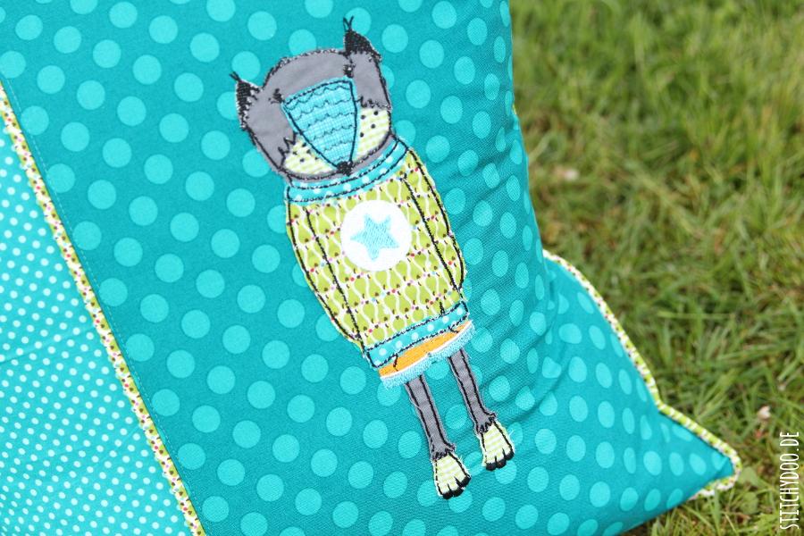 stitchydoo: Hola Lothar! | Kissen mit Bärenstickerei und Paspel