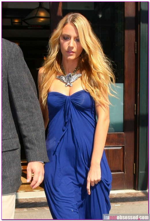 Blake Lively Is Beautiful In Blue » Gossip