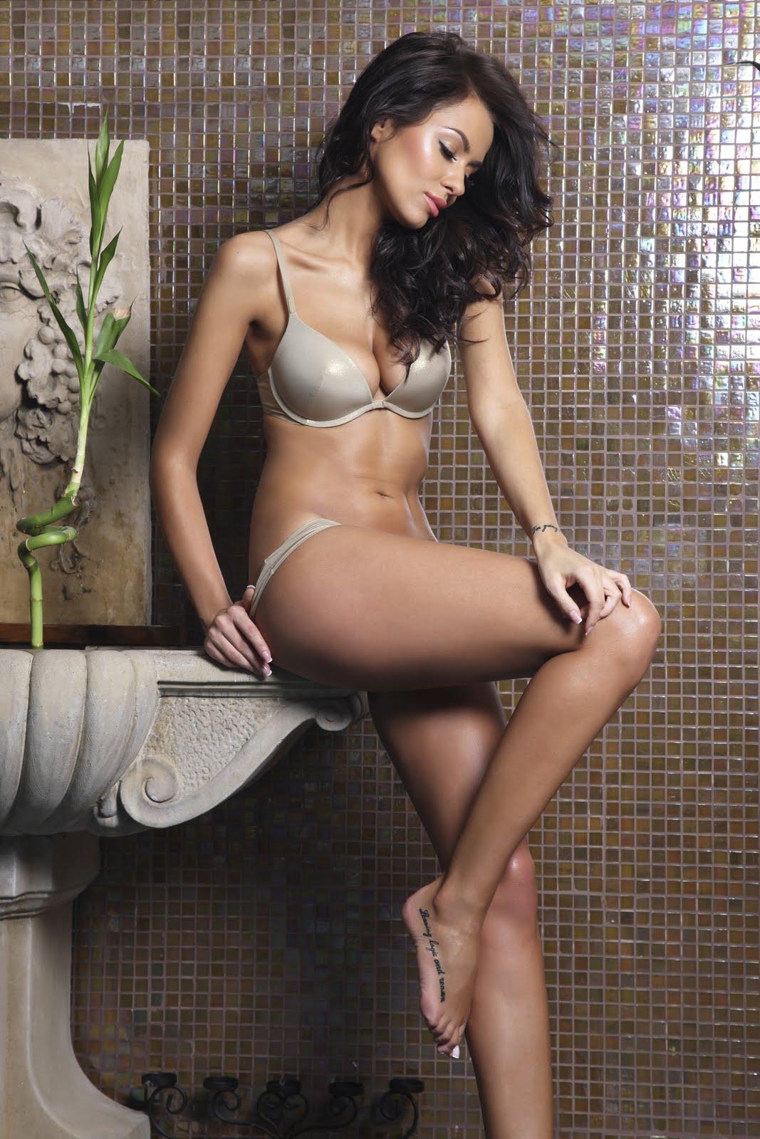 http://2.bp.blogspot.com/-6YLxuwZ6B5M/TfSPG_vyJEI/AAAAAAAAC1Y/JWN5mUhEk8w/s1600/Natalia+Siwiec+hot+wallpaper1.jpg