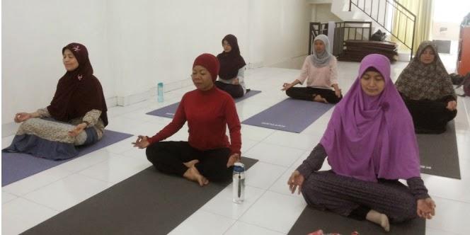 mengontrol emosi dengan yoga islami tips