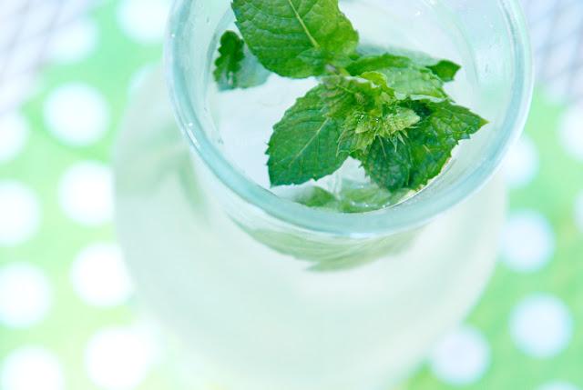 paper+raindrops+fresh+mint+lemonade+recipe+diy+how+to.jpg