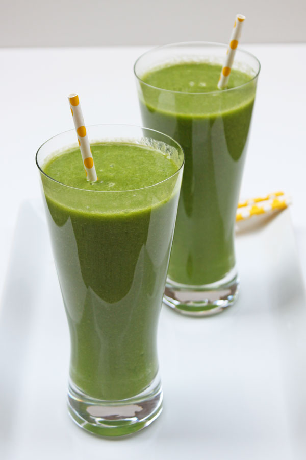 Green Smoothie with Pineapple & Mango