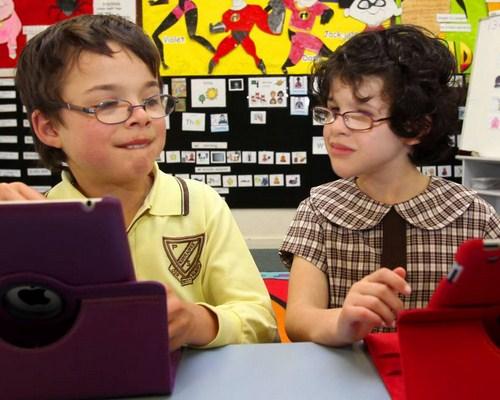 Tips Aman Mengenalkan Teknologi Pada Anak