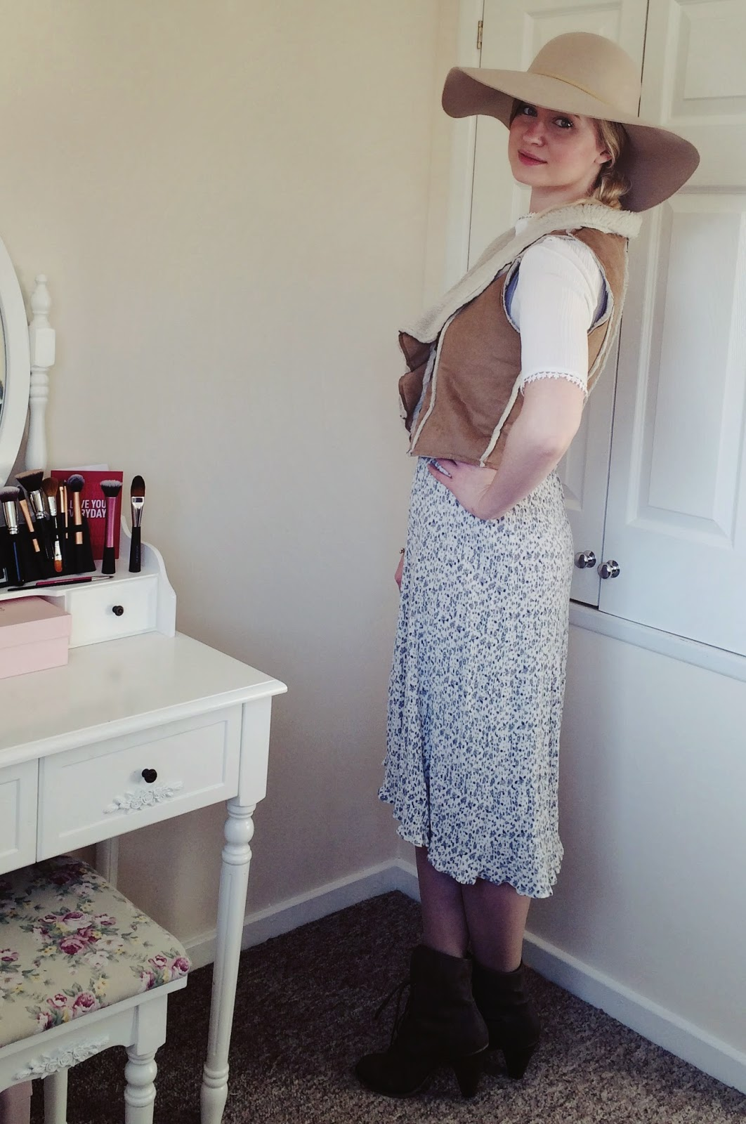 FashionFake, fashion bloggers, UK fashion blog, vintage floral dress