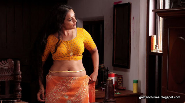 south indian actress Swetha menon spicy stills
