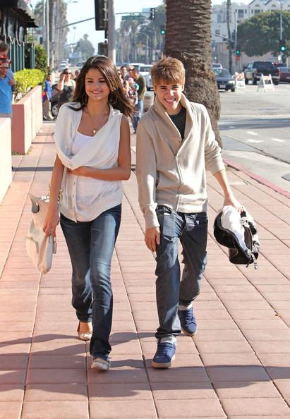 justin bieber with Selena Gomez 14