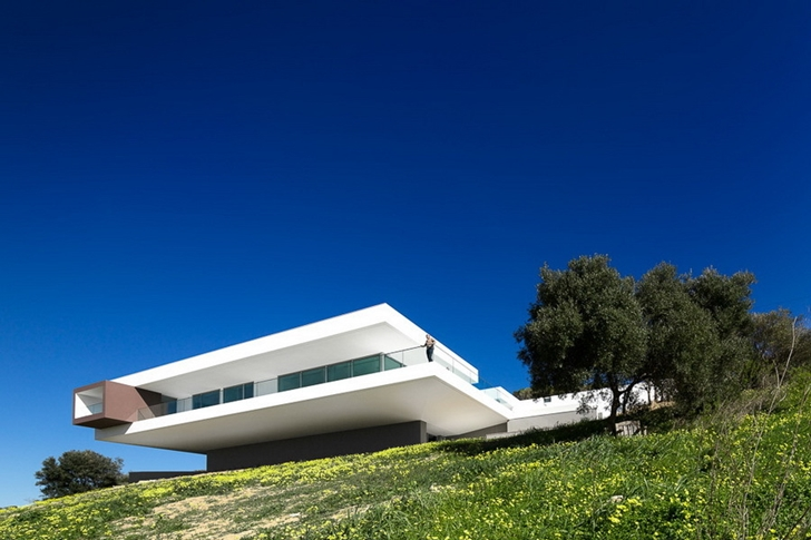 Modern Villa Escarpa by Mario Martins