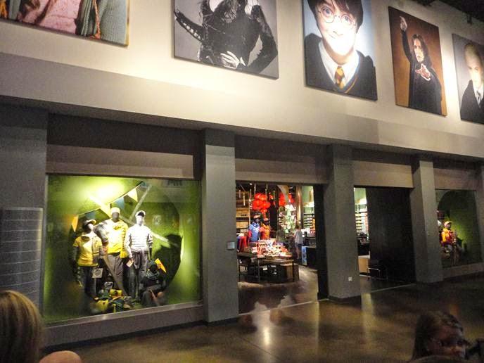 A lojinha do hall de entrada - Visitando os Estúdios de Harry Potter em Londres