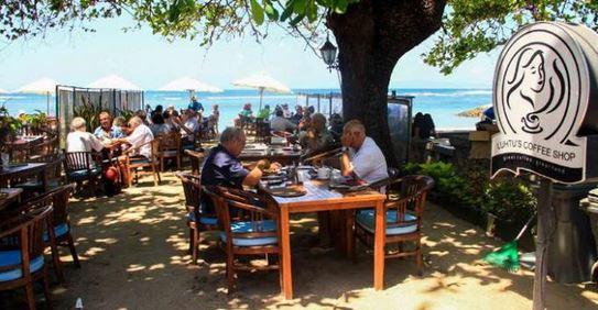 Peluang Usaha di Sekitar Wisata Pantai