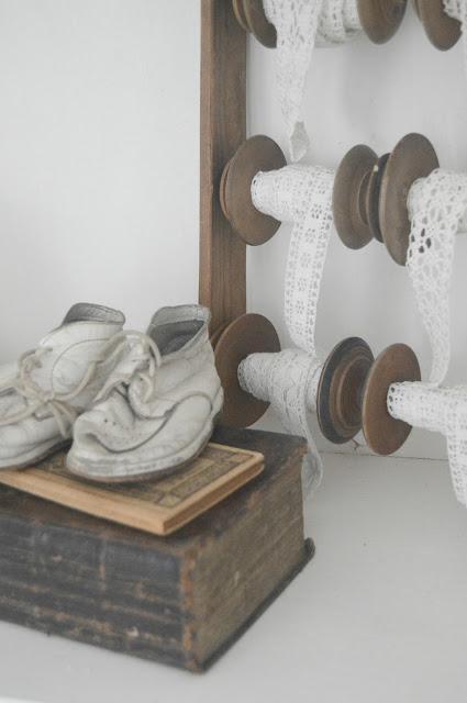 Gamla trådrullar med spets