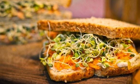 http://www.veganblog.de/2013/04/11/rezept-sandwich-deluxe/