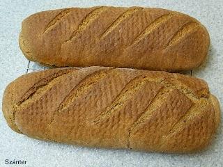 Rozs, tönköly és fehér lisztből készült kenyérrúd.