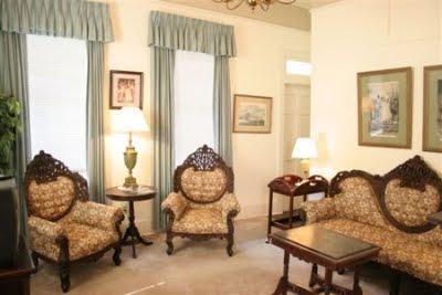 Furniture design mobili in stile vittoriano for Case fabbricate in stile vittoriano