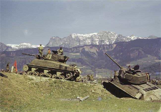 Color World War 2 Tanks