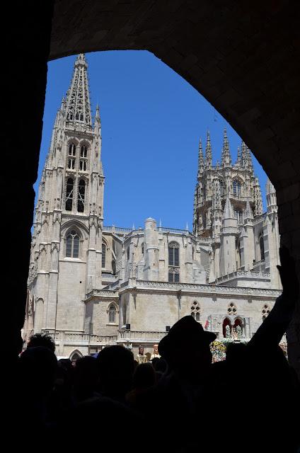catedral de burgos - ofrenda de flores santa maría la mayor - burgos - san pedro 2013