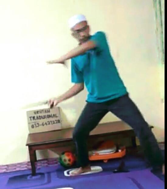 Gerak Rohaniah Makrifatul Haq yang kuasuh dengan gerak permainan keris