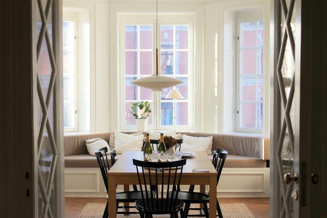k?k i den h?r luftiga matsalen med ett stort underbart burspr?k