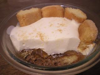 Postre de vainillas, dulce de leche y crema
