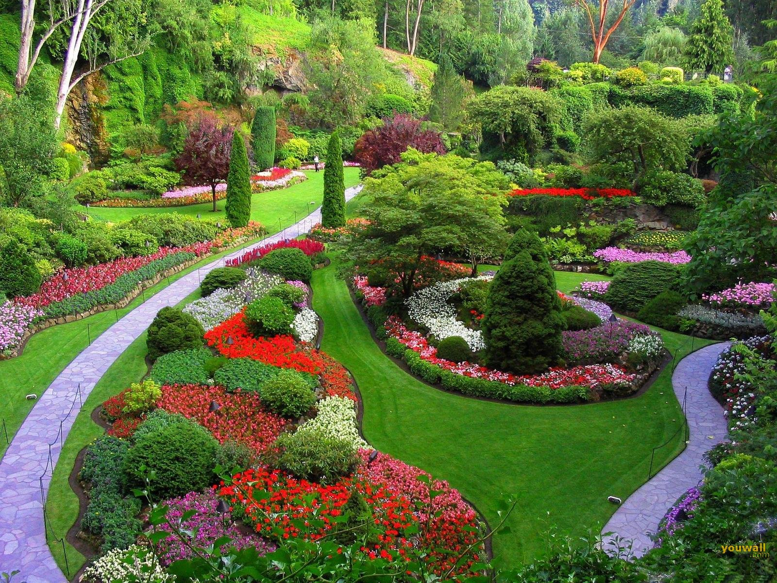 Beautiful gardens azee for Flower garden landscape