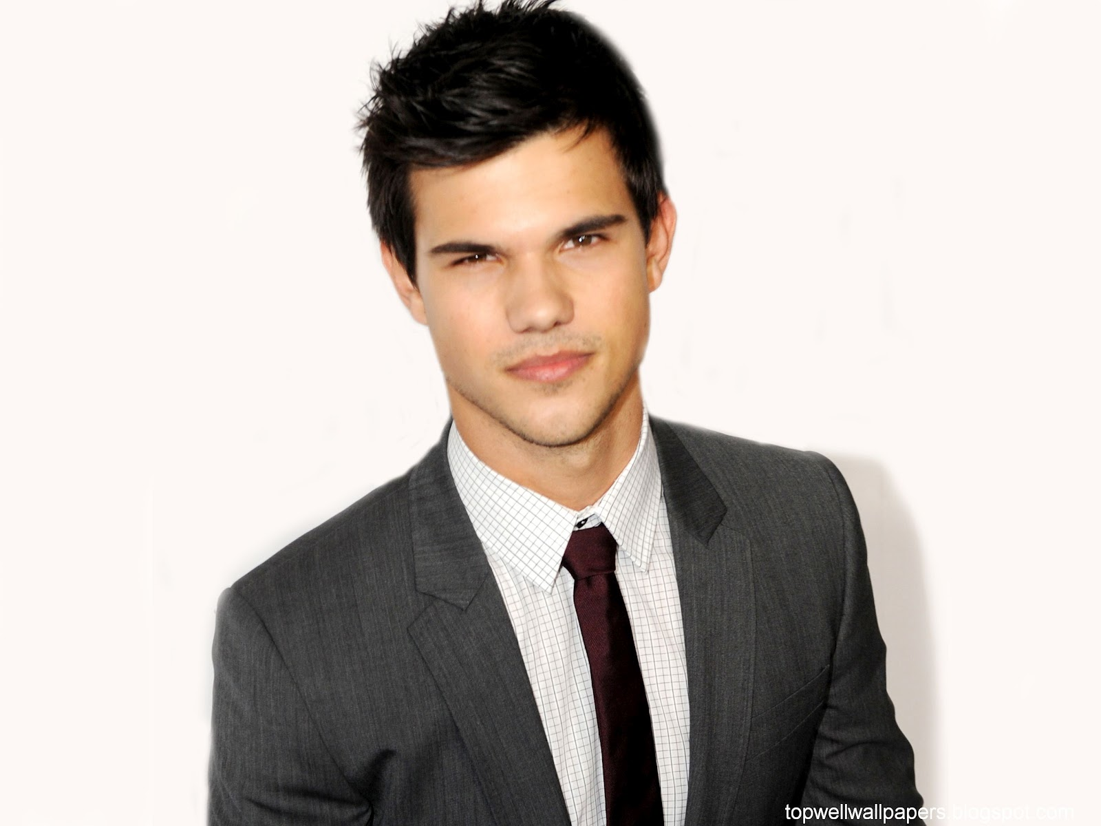 http://2.bp.blogspot.com/-6akQQpIeqQg/UCed3JjpWHI/AAAAAAAAAy0/lg-Qa76QG9I/s1600/Taylor_Lautner_grey-suit-handsome-hot-young-celeb-actor-twilight-hd-desktop-wallpaper-screensaver-background.jpg