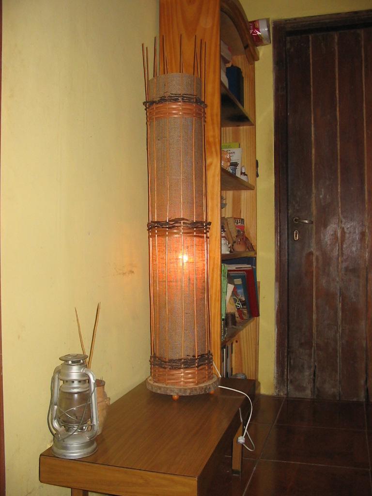 Victoria art iluminacion lampara de pie en mimbre y arpillera - Iluminacion de pie ...