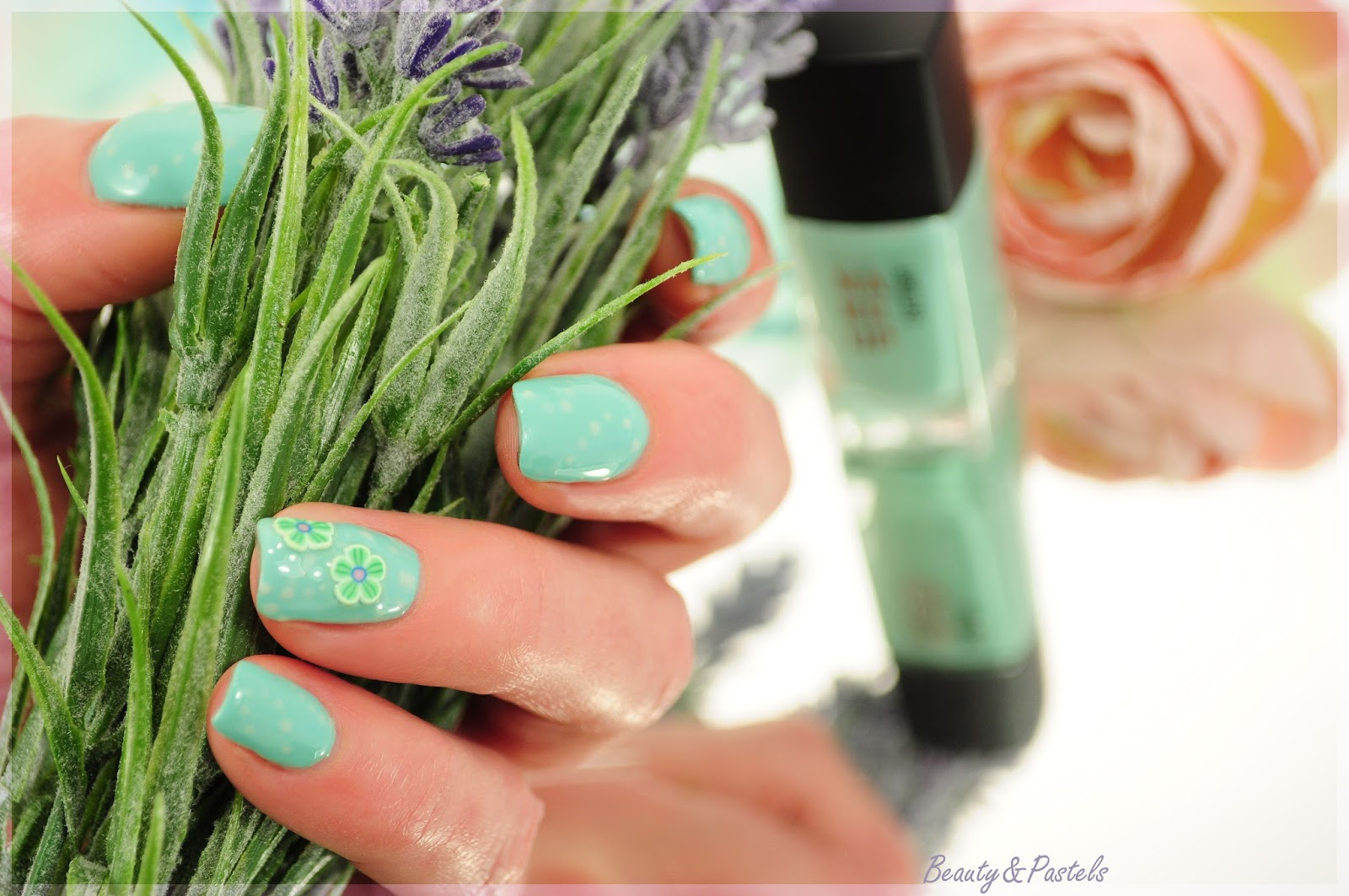 Naildesign Mintgrün-Blumen