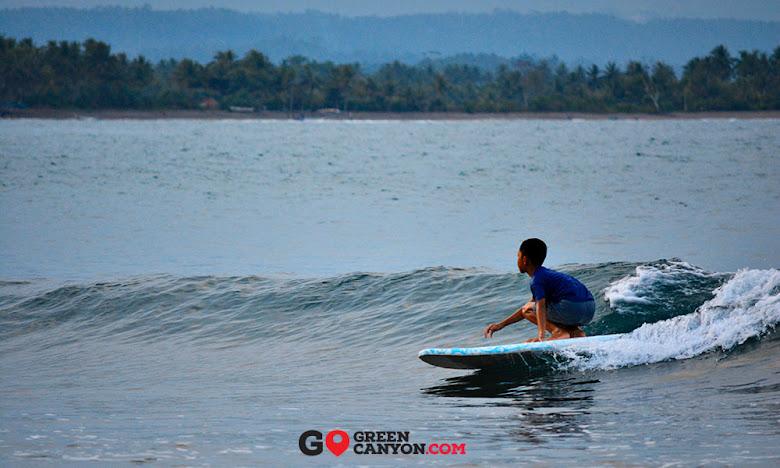 surfing di batu karas