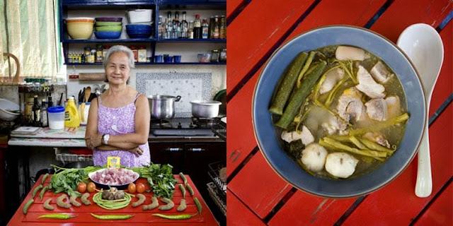 Abuelas posando con su especialidad comida