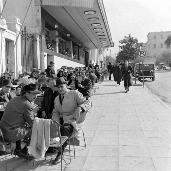 http://2.bp.blogspot.com/-6bZxAqxhxLE/Ud5Yb7ImHVI/AAAAAAAAJp4/MuABWCbP8VE/s1600/Athens+Syntagma+January1948+Dimitri+Kessel.jpg