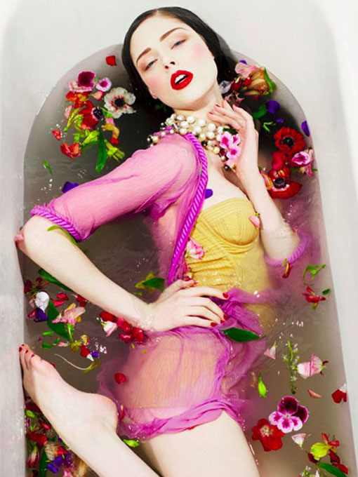 Melusina mermaid coco rocha channels ophelia for Bathroom photoshoots