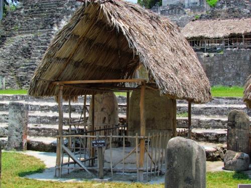 Ruinas mayas de tikal guatemala de paso por for Las construcciones de los mayas